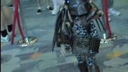 """Момченце облечено в костюм от филма """" Хищникът """" очарова хората!"""
