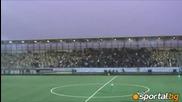 Феновете на Ал Насър спряха мача с бомби и факли