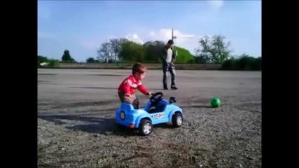 Никълъс кара количката