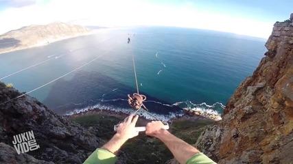 Екстремен скок от скала със парашут