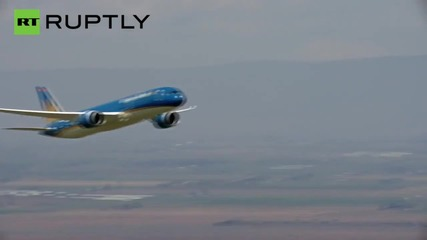Boeing Dreamliner Pilot Performs Near Vertical Takeoff