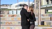 Пич се целува с готини момичета, като им се обяснява в любов - шега