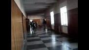 Плъзгане По Коридорите На Училище