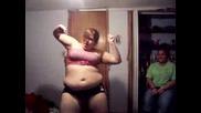 Дебелaнка Са Опитва Да Танцува