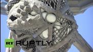 """Русия: """"Паякът"""" на Bourgeois бе поставен пред Гаражният музей за съвременно изкуство в Москва"""