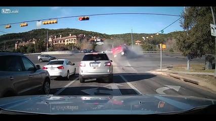 Камион смаза лек автомобил и после катастрофира!
