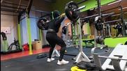 Тренировка за крака. Клекове със 100кг за 8 повторения.