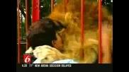 !!! Изумително !!! Лъв Прегръща И Целува Осиновителката Си !!!