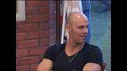 Big Brother 2012 - Боби се заиграва с камерата