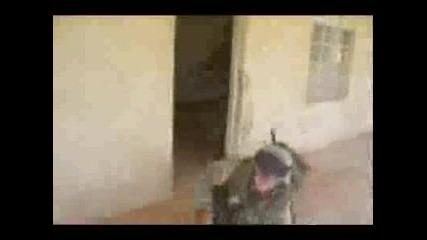Смешно Разбиване На Врата