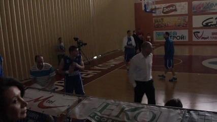 Лукойл уби от тройки Левски в първия финален мач