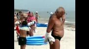 Мъртво Пиян Руснак На Плажа
