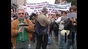 Гърция отново парализирана от протести на държавни служители