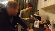 Idiot Puts Knife In Toaster (original)