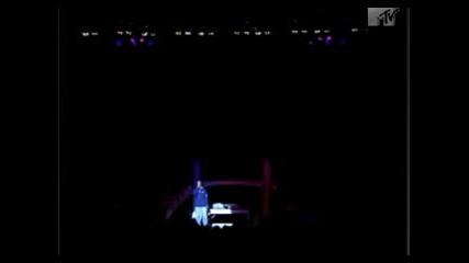 Nas Съобщава Смърта На 2pac На Концертa Си