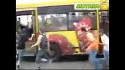 Пичове се базикат с автобус! - Смях