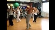Танцува танц на Шакира по-добре от Шакира