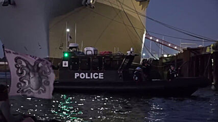 UK: XR activists 'shed a light' on climate situation in flotilla protest