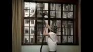 Мъж скача от седмия етаж - остава жив :)
