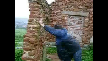 Бутане На Стена