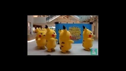 Pikachu в Япония танцуват на песента на Nyan Cat.