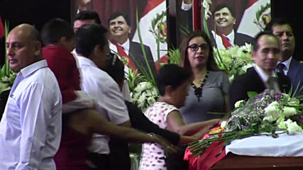 Peru: Mourners pay respects at coffin of former President Alan Garcia