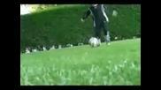 Изумително 6 годишно момче играе футбол...