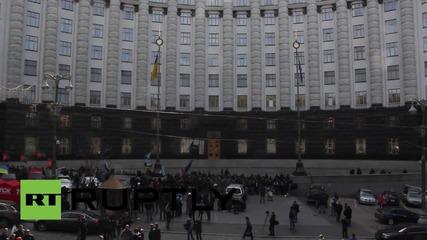 Украйна: Миньорите все още са блокирали сградата на президентството