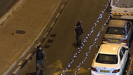 East Jerusalem: Police throw stun grenades as tensions remain high near Damascus Gate