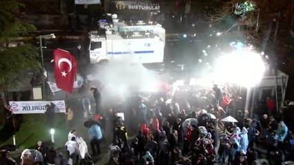 Turkey: Police unleash tear gas, water cannon on protesters outside Zaman HQ