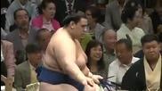 Аоияма с пета победа този път срещу Такаясу / Аки Башо 25.9.2013