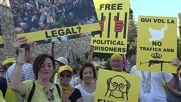 Spain: 'Death to Borbons!' - Tarragona rallies against King Felipe's visit