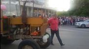 Абитуриент взриви обстановката с трактор