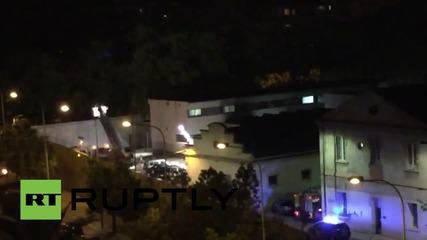 Spain: Riot police attend immigration detention centre near Valencia