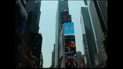 """Хиляди хора практикуваха йога на площад """"Таймс Скуеър"""" в Ню Йорк"""