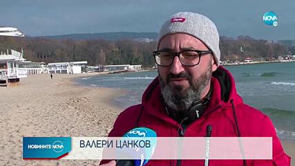 Близки и приятели изпратиха Димо от P.I.F. със свещи и цветя на плажа във Варна