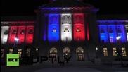Кметството в Сан Франциско осветено в цветовете на френския флаг