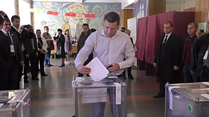 Ukraine: DPR holds preliminary local elections