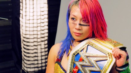 Behind the scenes of Asuka's first photoshoot as SmackDown Women's Champion: WWE.com Exclusive, Dec. 16, 2018