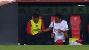 Футболист се облекчи на резервната скамейка