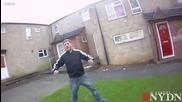 Британец напада полиция с нож