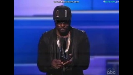 Джъстин печели награда за артист на годината