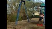 Дебелана се опитва да излети със люлка