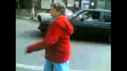 Побъркана Бабка Показва Тяло - Не Гледай ке умреш