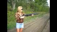 Защо не трябва жените да използват оръжие..!!!