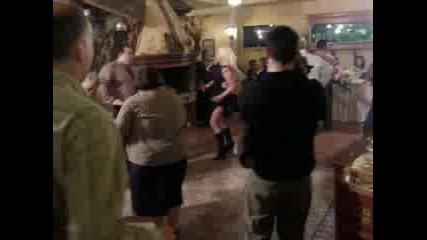 Дядо И Баба Танцуват Забавно