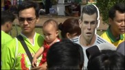 В Индонезия хиляди се стекоха, за да видят Гарет Бейл