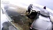 Руснаци потъват с джип в замръзнало езеро