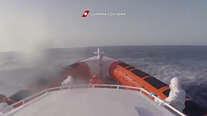 Italy: Two refugees airlifted to hospital as coastguard pick up 6,000 people