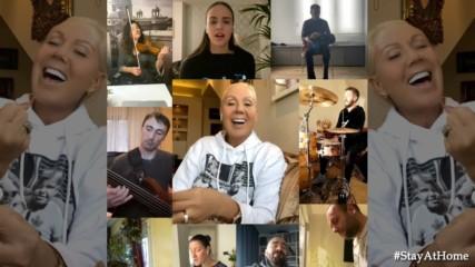 Lepa Brena & Brena Team Band - Udji slobodno - LIVE - (Room Version)